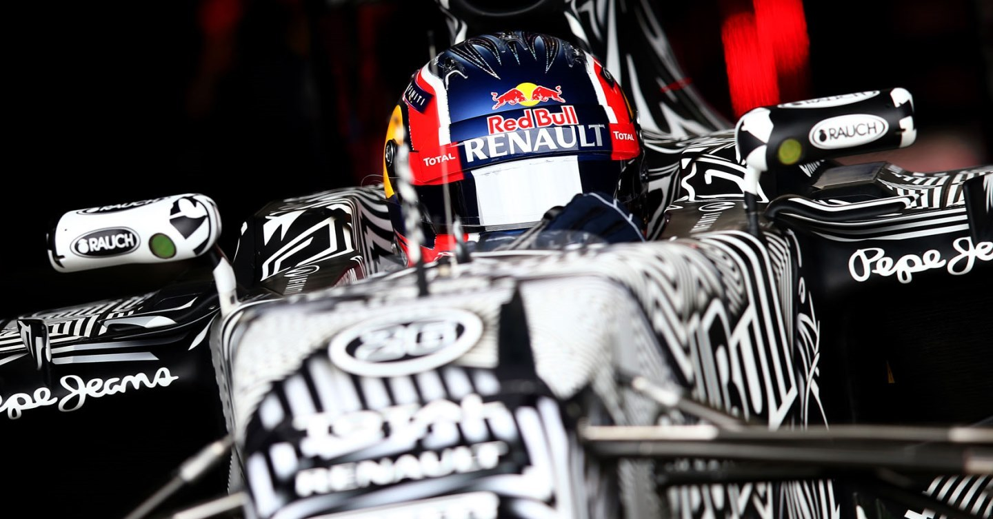 JEREZ DE LA FRONTERA, SPAIN - FEBRUARY 02: Daniil Kvyat of Russia and Infiniti Red Bull Racing exits the garage during day two of Formula One Winter Testing at Circuito de Jerez on February 2, 2015 in Jerez de la Frontera, Spain. (Photo by Mark Thompson/Getty Images) // Getty Images/Red Bull Content Pool // P-20150202-00199 // Usage for editorial use only // Please go to www.redbullcontentpool.com for further information. //