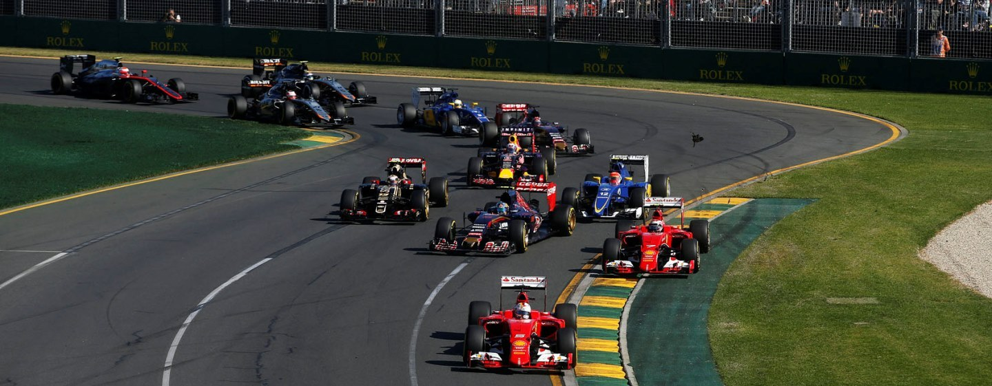 Albert Park, Melbourne, Australia.Sunday 15 March 2015.Felipe Massa, Williams FW37 Mercedes, leads Sebastian Vettel, Ferrari SF-15T, Kimi Raikkonen, Ferrari SF-15T, Daniel Ricciardo, Red Bull Racing RB11 Renault, and the remainder of the field on the opening lap.Photo: Glenn Dunbar/Williamsref: Digital Image _89P4480