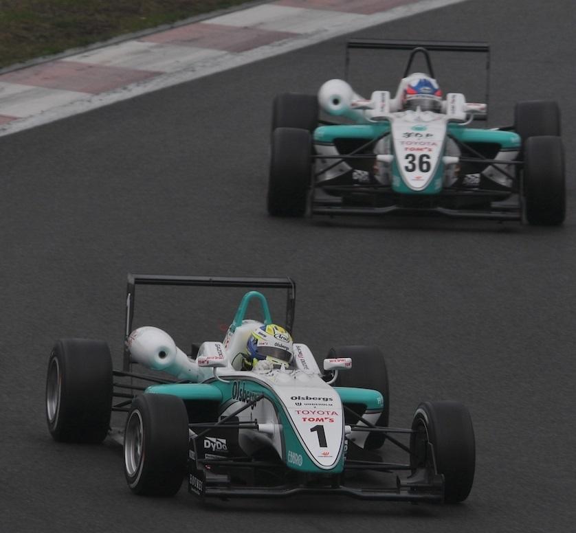 TOM'S 2009 F3 Japón