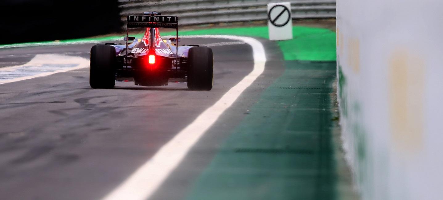 red-bull-pit-lane-gp-brasil-2015
