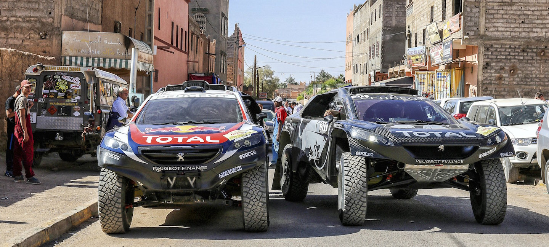Peugeot 2008 DKR 2015 vs 2016
