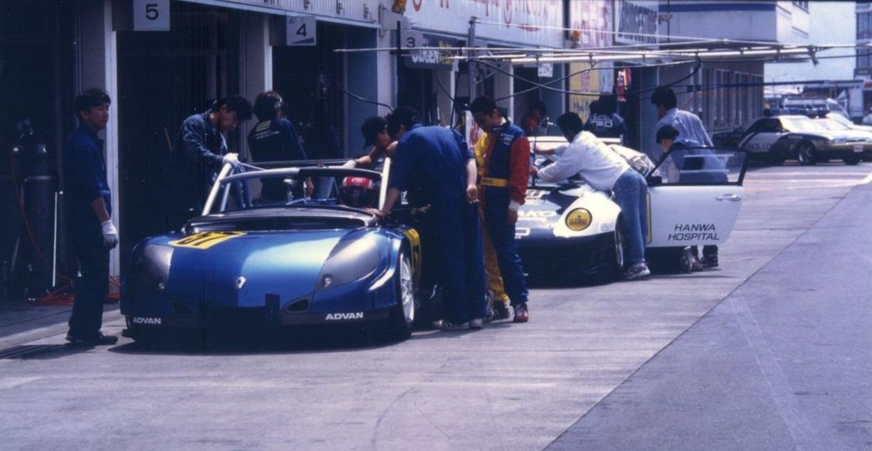 Renault Spider JGTC Pit Lane Fuji 1997
