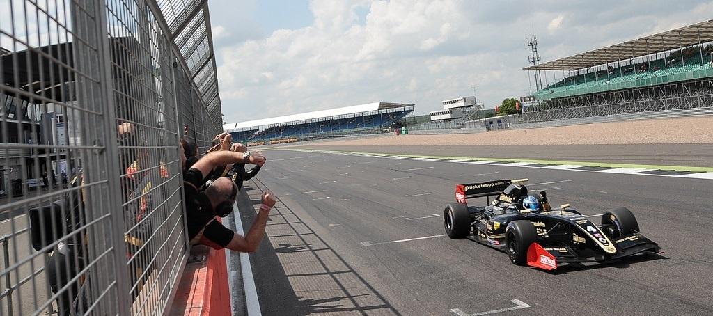 Roy Nissany Fórmula V8 Silverstone 2016