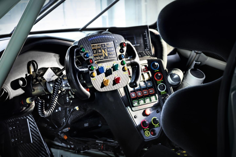 porsche-911-rsr-gte-interior