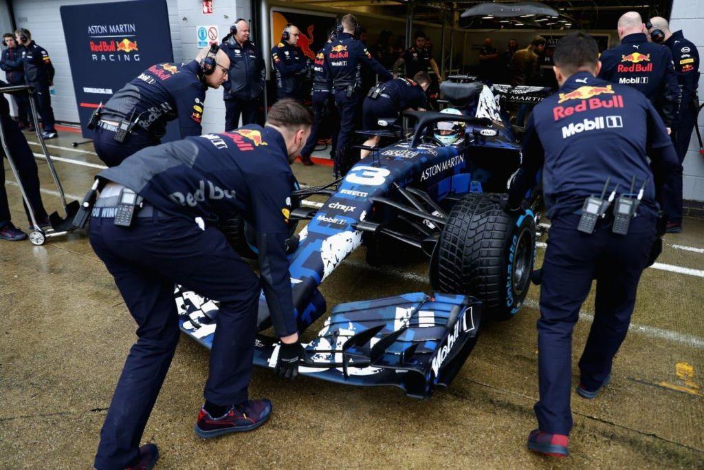 El Rb14 De Aston Martin Red Bull Racing Tag Heuer Se Presenta Con Una Decoracion Especial Competicion