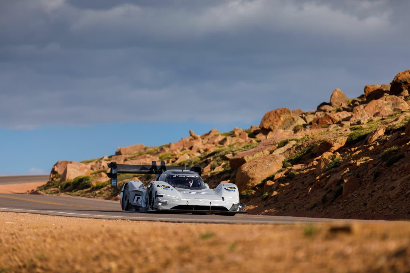 pikes peak 2018 romain dumas y volkswagen bajan de los ocho minutos y destrozan el r cord de. Black Bedroom Furniture Sets. Home Design Ideas