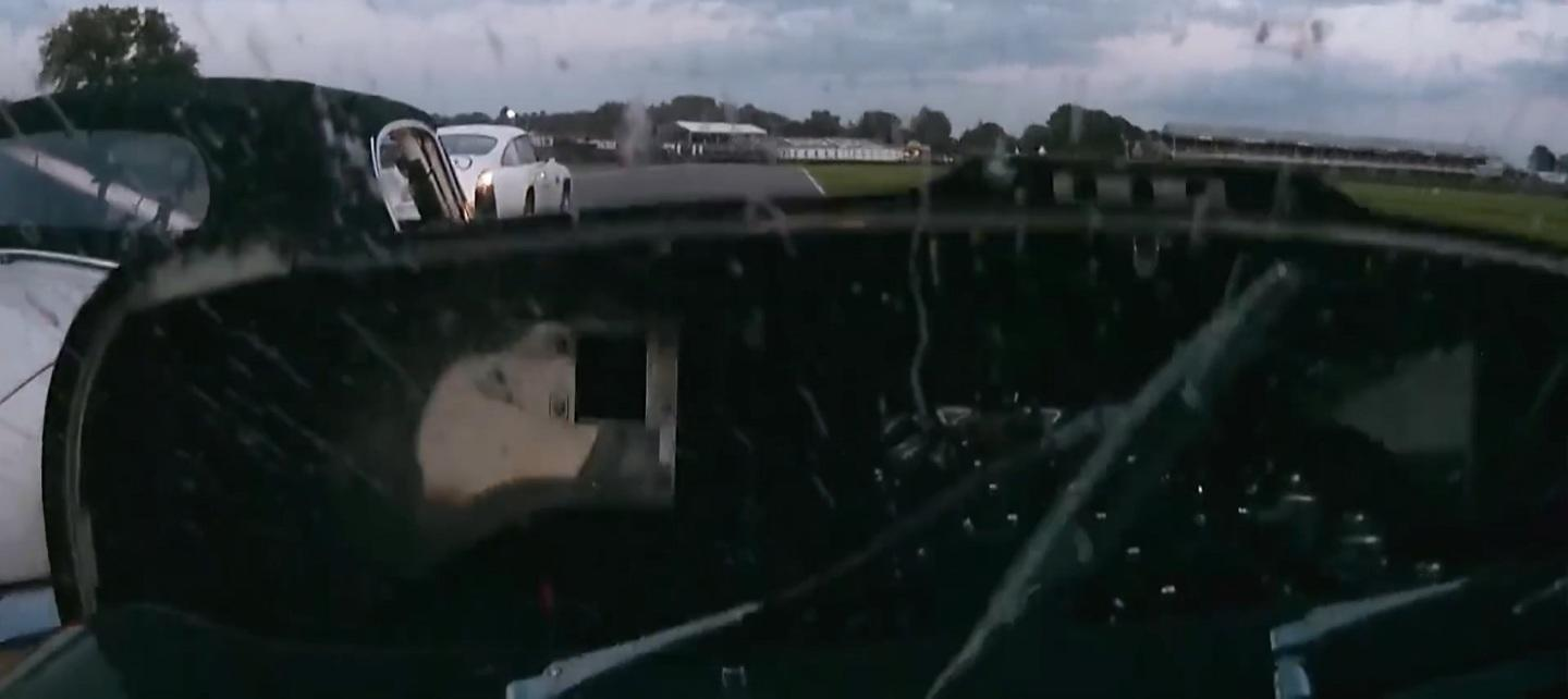 incredible-blind-overtake-after-e-type-bonnet