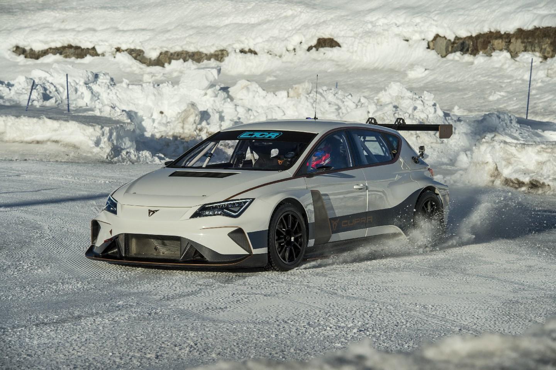 seat-cupra-e-racer-nieve-2019-test-2