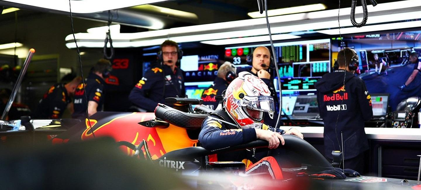 max_verstappen_box_red_bull_m_19_19