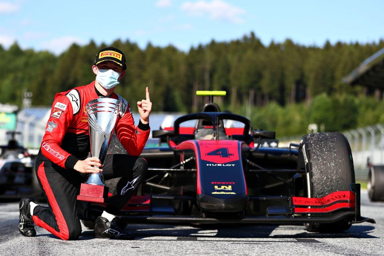 002-callum-ilott-uni-virtuosi-c-formula-motorsport-limited