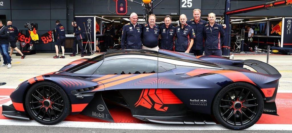 En Competición: El Aston Martin Valkyrie realizó una demostración pública en Silvertone