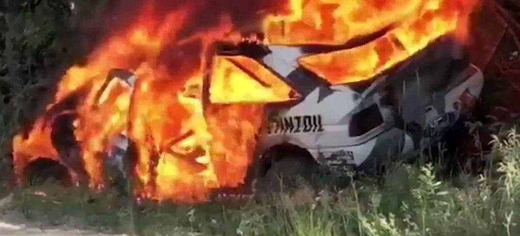 En Competición: Adiós al Ford Escort RS Cosworth de Ken Block, pasto de las llamas [Vídeo]