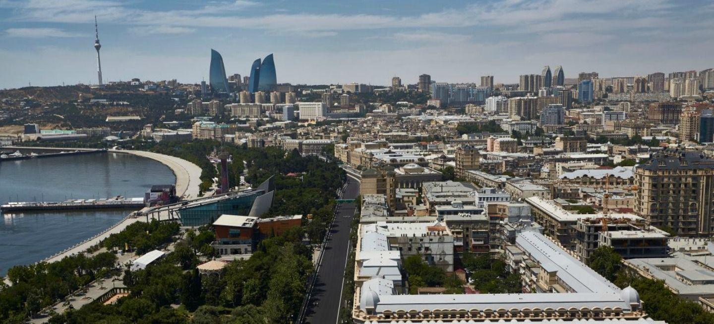 Circuito Urbano De Baku : Fernando alonso visita el baku city circuit u fernando alonso