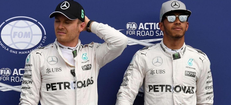 A subasta trajes de carrera de Lewis Hamilton y de Nico Rosberg ... b6e956c11b3b