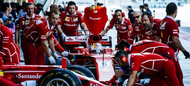 Ferrari equipo box random 2017