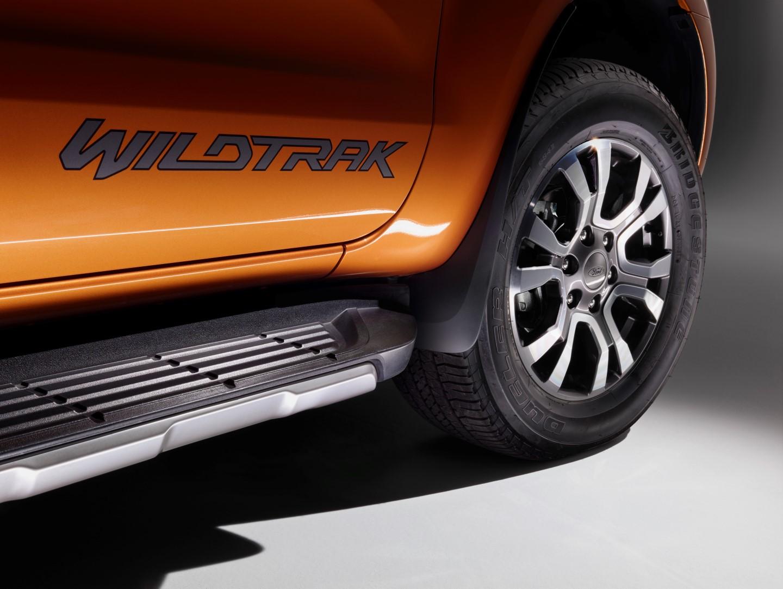 Ford2015_IAA_RangerWildtrak_Sidestep_01 (Custom)