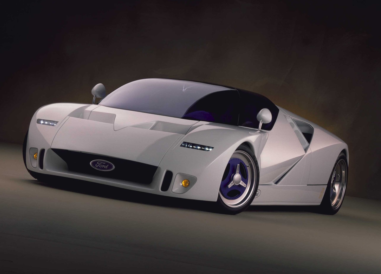 1995-Ford-GT90-Concept_frontolateral.jpg