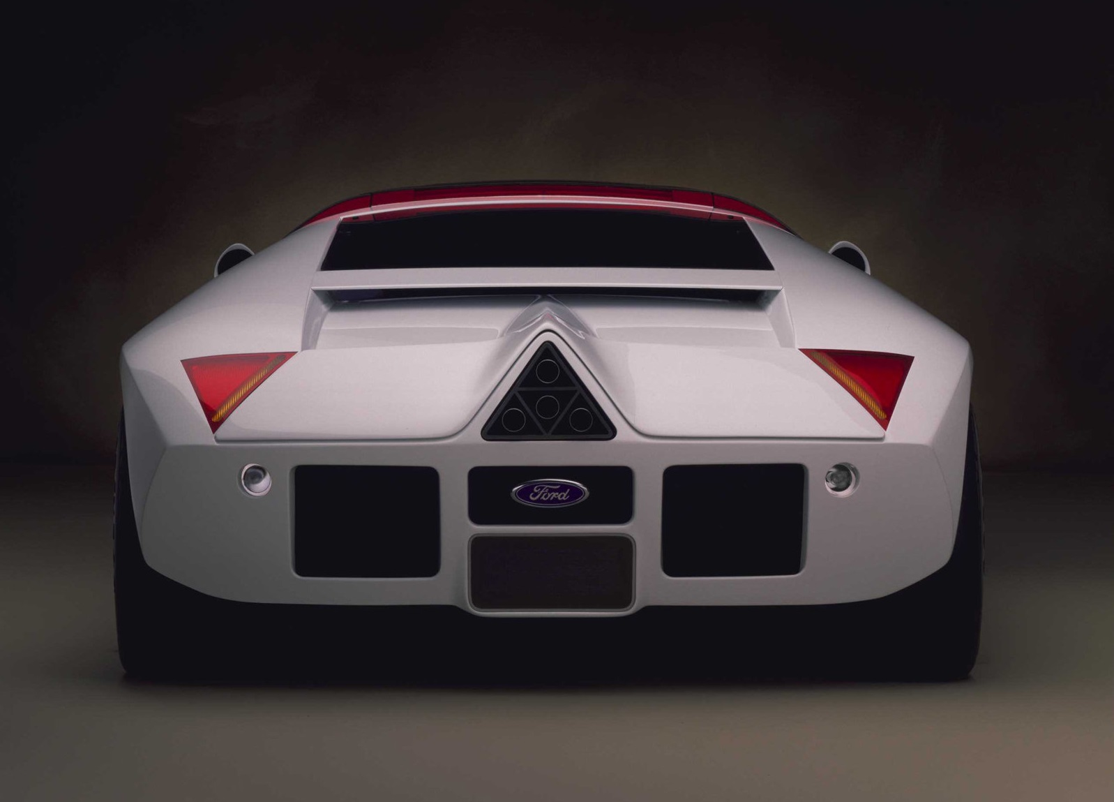 1995-Ford-GT90-Concept_trasera.jpg
