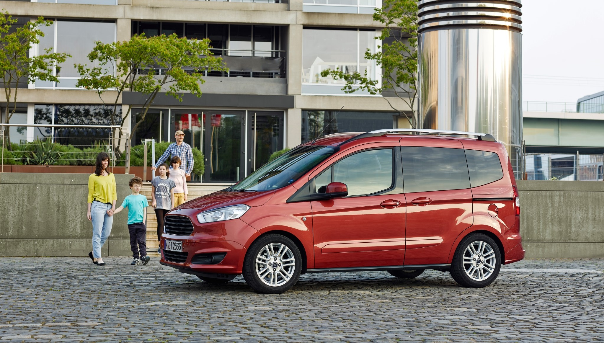 ford tourneo courier industrial o familiar espacio ford. Black Bedroom Furniture Sets. Home Design Ideas