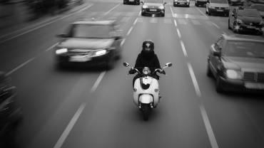 motos-entre-el-trafico
