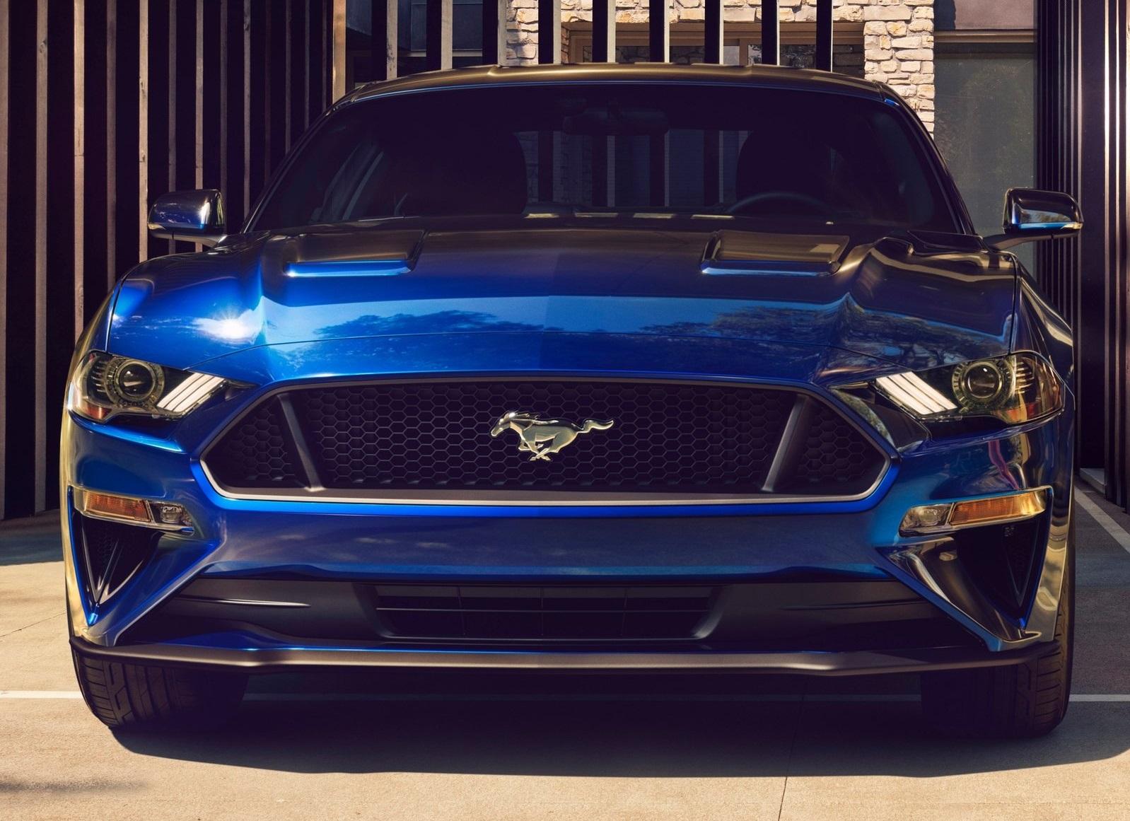 Lo Primero Que Llama La Atención Al Comparar El Nuevo Mustang Con Modelo Anterior Es Su Parte Frontal Esta Más Baja Antes Y Parrilla Adquiere