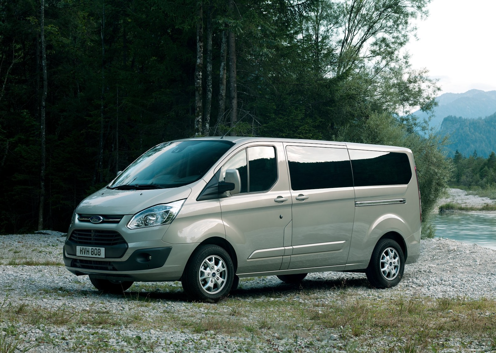 ford tourneo custom 9 plazas con equipaje para viajar a. Black Bedroom Furniture Sets. Home Design Ideas