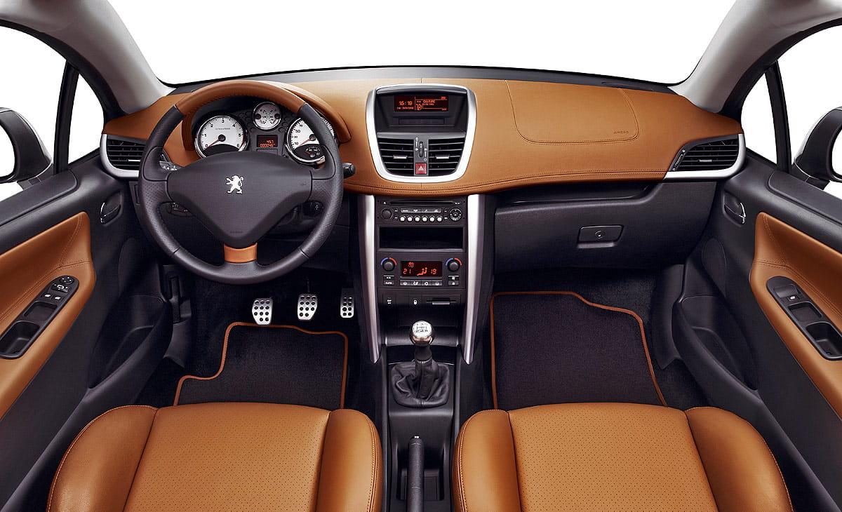 Foto 34 de 48 peugeot 207 cc diariomotor for Peugeot 207 interior
