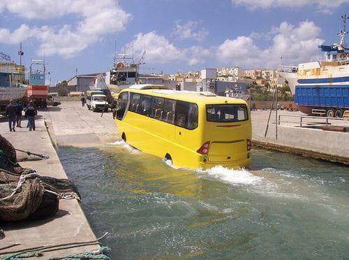 Amphicoach, el primer autobús anfibio del mundo