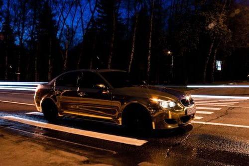 BMW M5 cubierto de oro, otro exceso