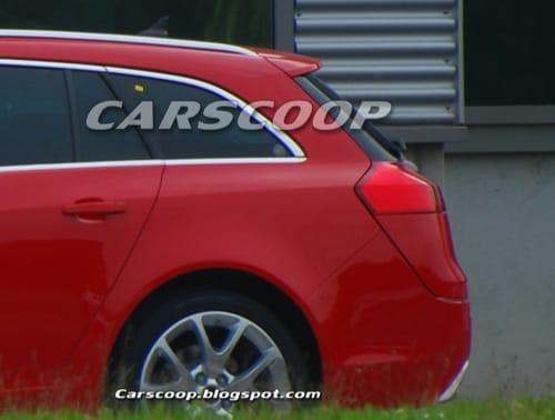 Primeras fotos, espías eso sí, del Opel Insignia Sports Tourer OPC