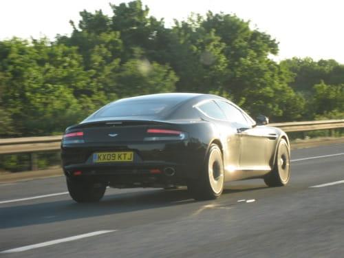 Cazado el Aston Martin Rapide totalmente