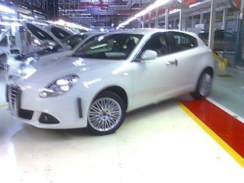 Alfa Romeo Milano, revelado al completo