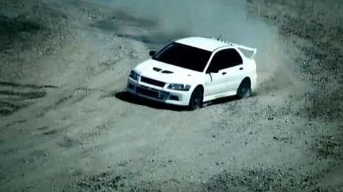 Un Mitsubishi Lancer Evolution VII se enfrenta al ejército británico en Top Gear