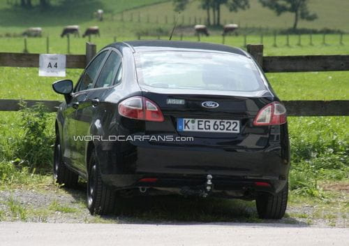 Ford Fiesta Sedán, espiado sin camuflaje