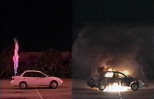 Simulación incendio coche hidrógeno y coche gasolina (2001)