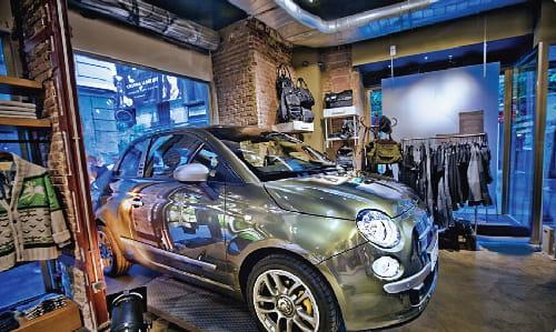 Alunizaje Fiat 500 tienda Diesel