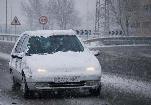 ¿Por qué en invierno los coches consumen más combustible?