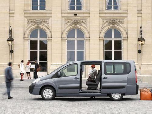 Dos coches para más de 7 pasajeros y abundante carga