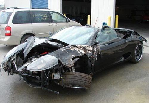 En tres años destroza diez coches exóticos