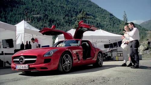 Mercedes SLS AMG volando por el túnel
