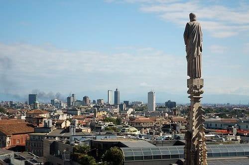 Milán se cierra al tráfico por niveles peligrosos de contaminación