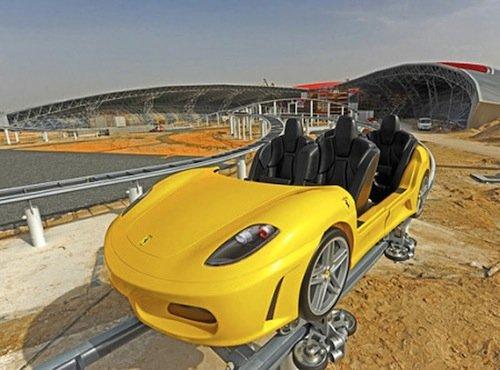 Ferrari World en Abu Dhabi. GT Roller Coaster, réplica de Ferrari F430 Spider