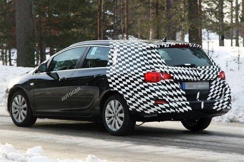 Fotografías espía del Opel Astra SW (Vauxhall Astra ST) 2011