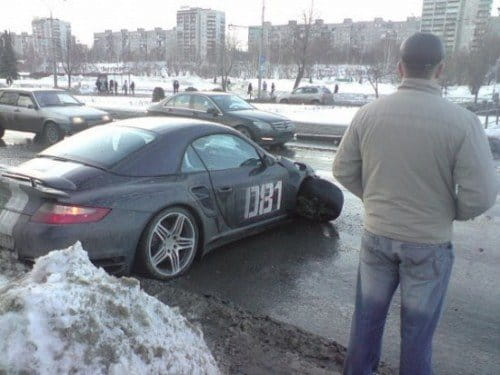 Accidente de un Porsche 911 Turbo Cabriolet en Siberia