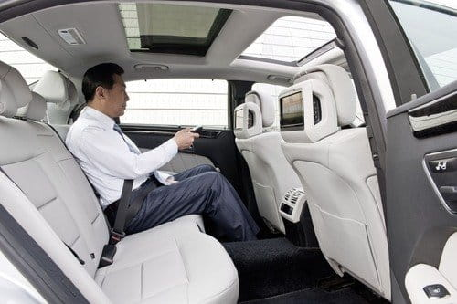 Mercedes lanza los Clase E de batalla larga en China