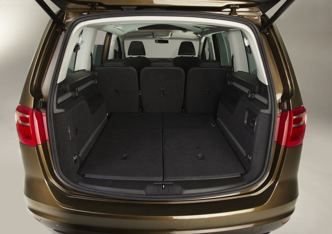 seat alhambra 2010 un volkswagen sharan con cara de seat foto 6 de 14. Black Bedroom Furniture Sets. Home Design Ideas
