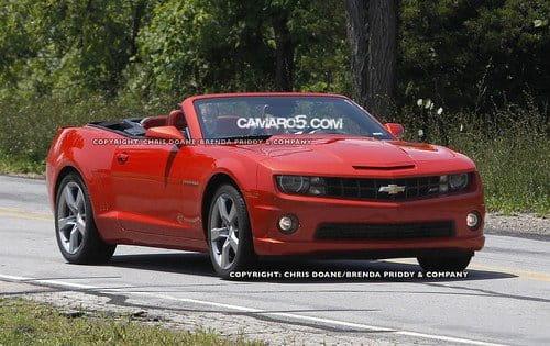 El Chevrolet Camaro Convertible se pasea en top-less