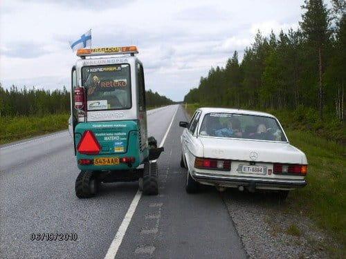 La historia del finlandés que atravesó su país en una mini-excavadora