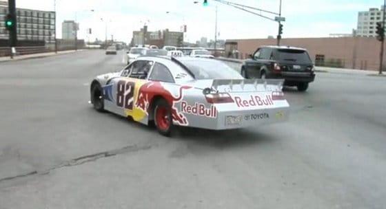 Un taxi de la NASCAR por las calles de Chicago