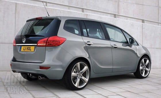 Opel Zafira reconstruido digitalmente
